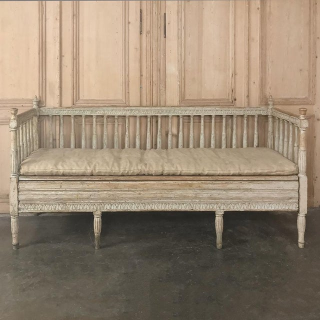Gustavian (Swedish) 18th Century Swedish Gustavian Period Day Bed ~ Hall Bench Ca. 1790 For Sale - Image 3 of 13