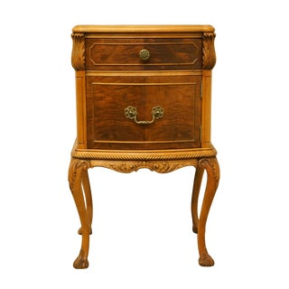 "20th Century Traditional Rway / Northern Furniture Burled Wood 18"" Nightstand For Sale"