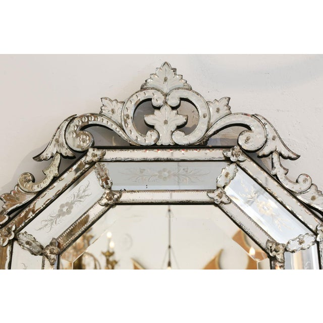 Octagonal Venetian mirror (circa 1870-1880). Topped by elaborate openwork crest. Very good condition with only minor...