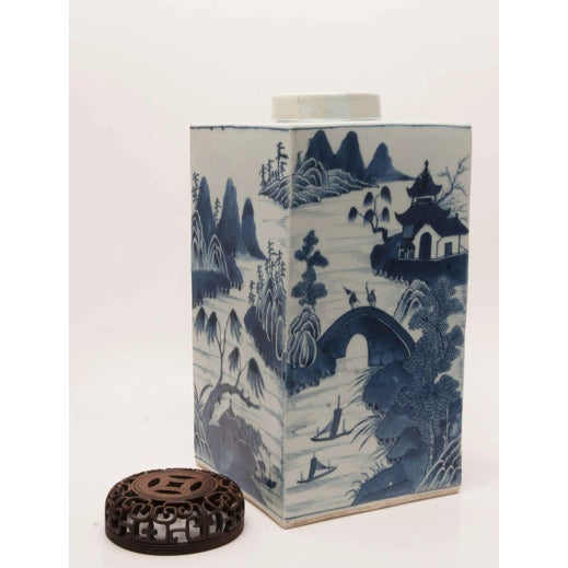 Asian 19th Century Chinese Export Canton Large Blue and White Tea Caddy For Sale - Image 3 of 11