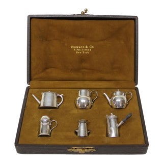 Collection of Miniature English Sterling Silver Pepper Pots by Cornelius Saunders and Frank Shepard For Sale