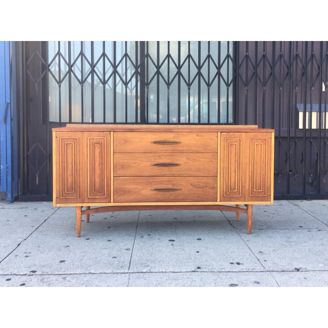 Broyhill Tan Sculpture Credenza - Image 3 of 10