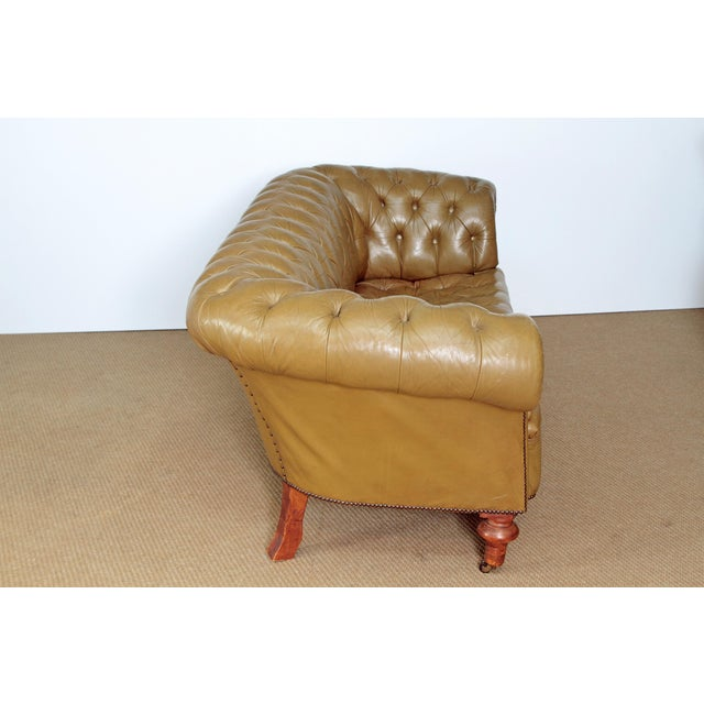 CHESTERFIELD SOFA IN OLIVE GREEN LEATHER For Sale - Image 4 of 6