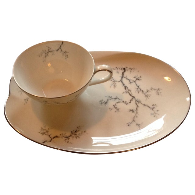 Tea Cups & Luncheon Plates - Set of 6 For Sale