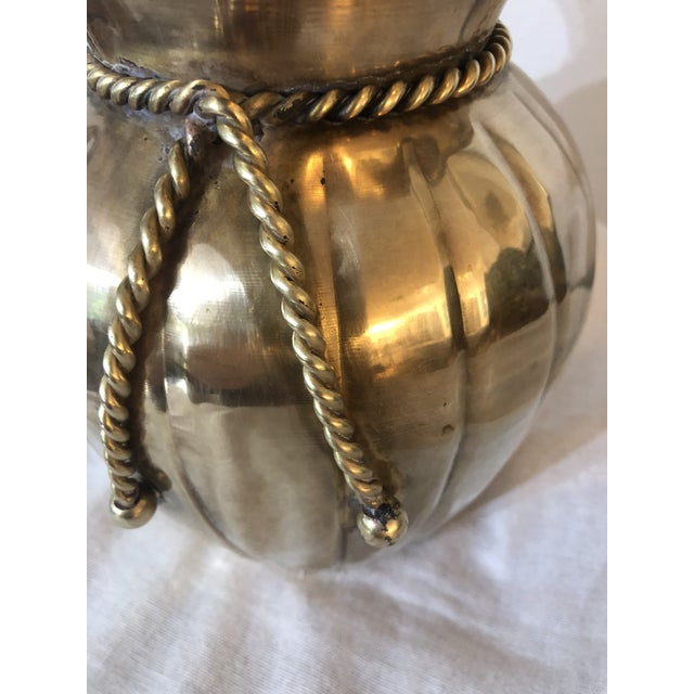 Mid-Century Modern Mid Century Fluted Brass Vase With Rope Trim For Sale - Image 3 of 5