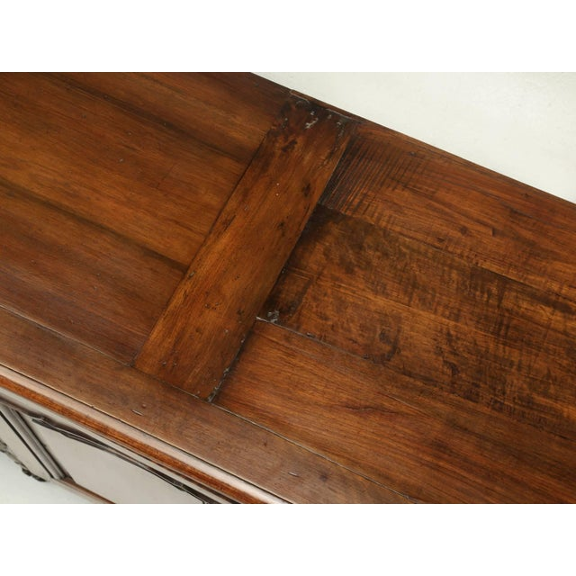 """French Antique French """"très Grand"""" Buffet in Walnut For Sale - Image 3 of 10"""