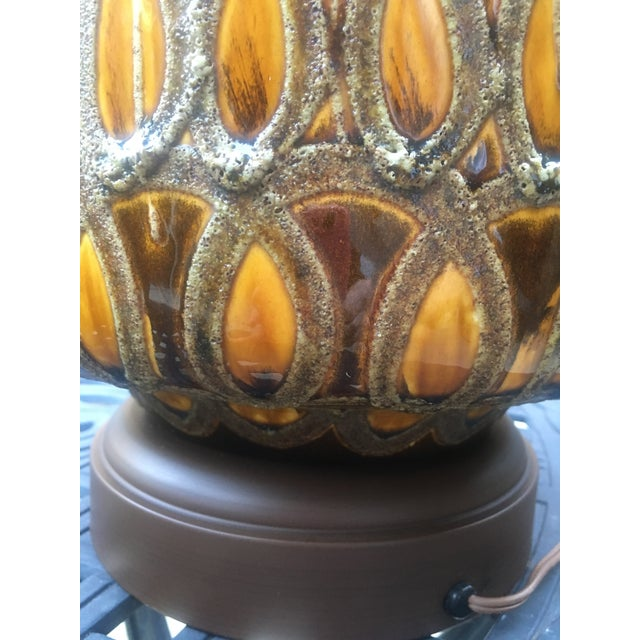 Farmhouse 1960s Large Mid Century Brown and Gold Ceramic Table Lamp For Sale - Image 3 of 4