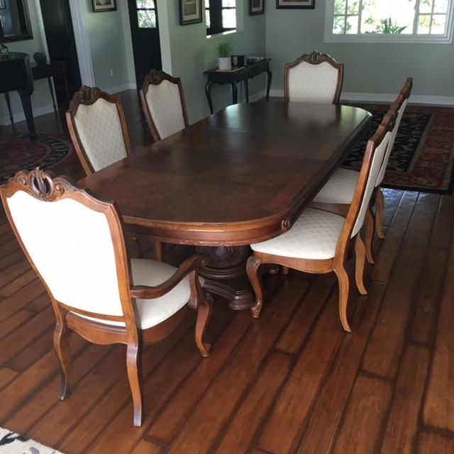 Traditional American Drew Co Double Pedestal Table & Chairs Dining Set - Set of 7 For Sale - Image 3 of 6
