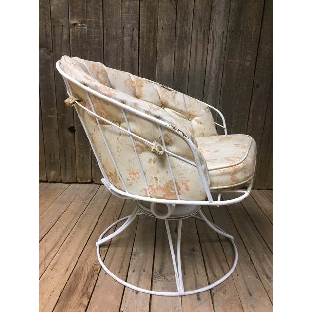 Vintage 1950s Metal Homecrest Chair. Beautiful Modernist wire seat and back. Comes with original beige snap on back pad...