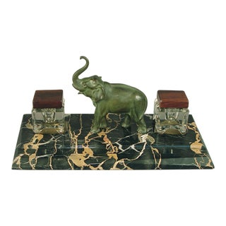 1920s Vintage French Art Deco-Era Trumpeting Elephant Inkwell on Gold Veined Marble For Sale