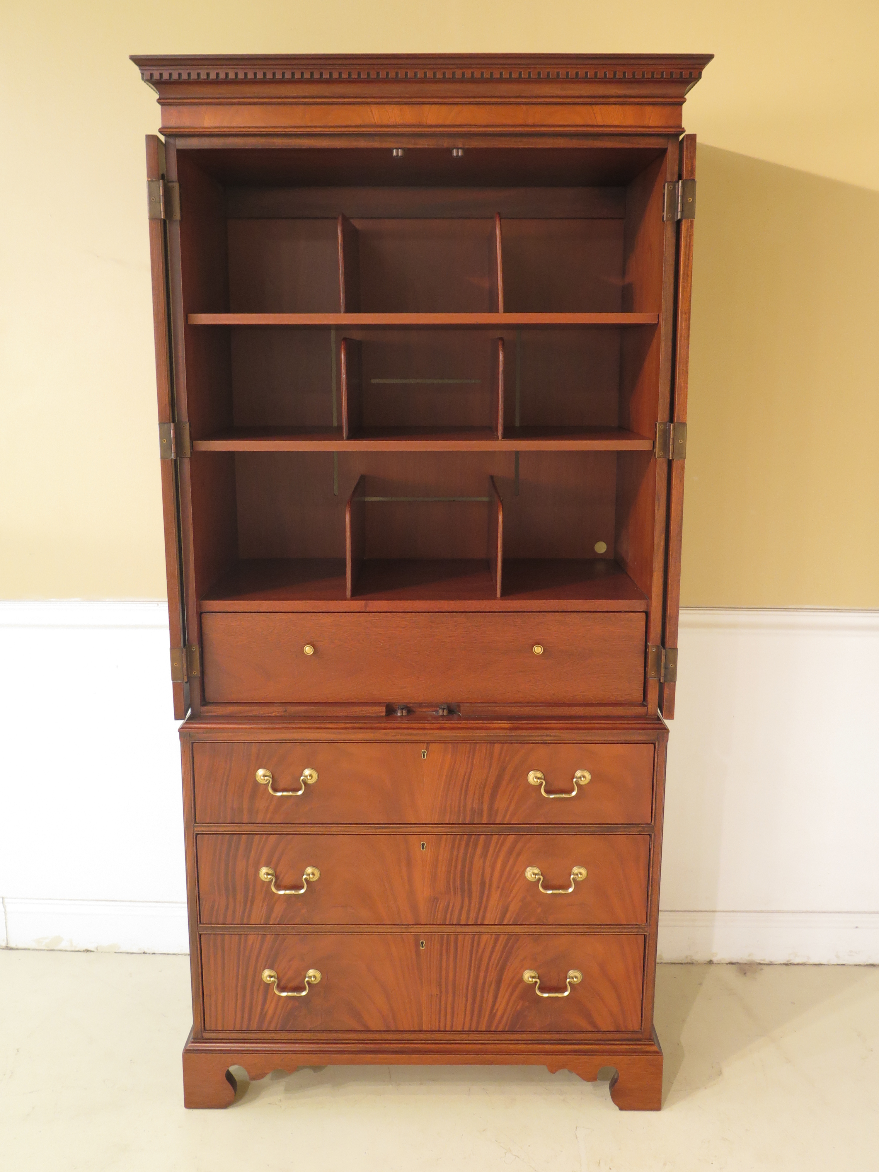 Attrayant Mahogany Hickory Chair Co. Mahogany Armoire Bedroom Chest For Sale   Image  7 Of 13