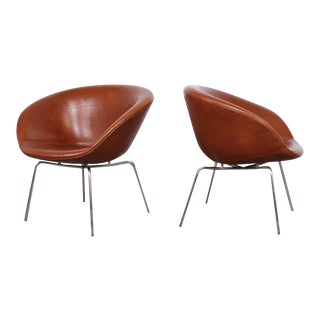 Arne Jacobsen Pot Chairs in Original Leather For Sale