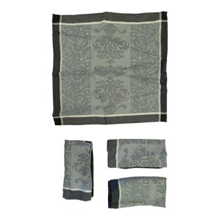 Le Jacquard Francais Tablecloth & Napkin Set in Sienna Pattern - 5 Piece Set For Sale