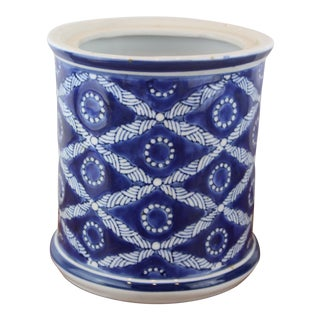 Chinese Criss Cross Pattern Jar For Sale