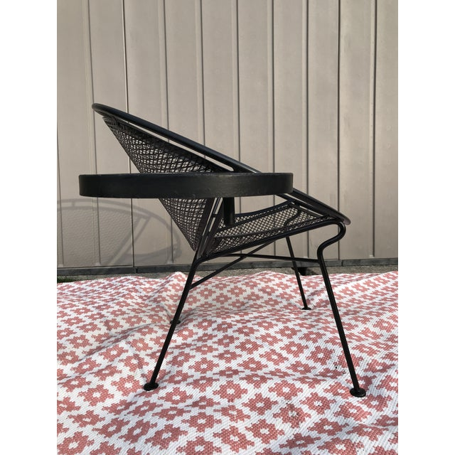 Salterini 1950s Salterini Tempestini Radar Space Age MCM Mid-Century Modern Wrought Iron Lounge Patio Chairs With Tray Set #4 - a Pair For Sale - Image 4 of 13