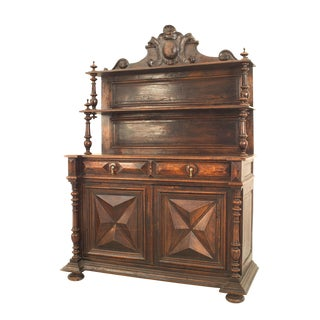 Late 18th Century English Renaissance Style Hutch Cabinet For Sale
