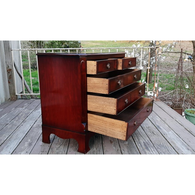 1980s English Georgian Style Banded Flame Mahogany Chest of Drawers For Sale - Image 9 of 13