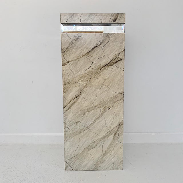 A solid vintage faux marble pedestal with belvedere glass, circa 1970's in excellent condition. Perfect for a foyer....