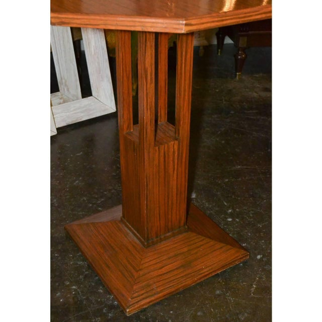 Nice quality Mid-century tiger oak table or display stand/pedestal with octagonal shaped top, circa 1940.