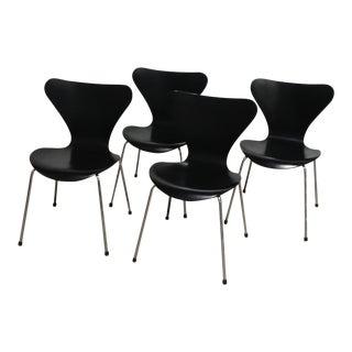 Fritz Hansen Series 7 Knoll International Chairs - Set of 4 For Sale