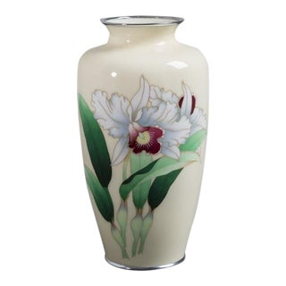 A Japanese Cloisonné Enamel Vase from the Showa Period For Sale