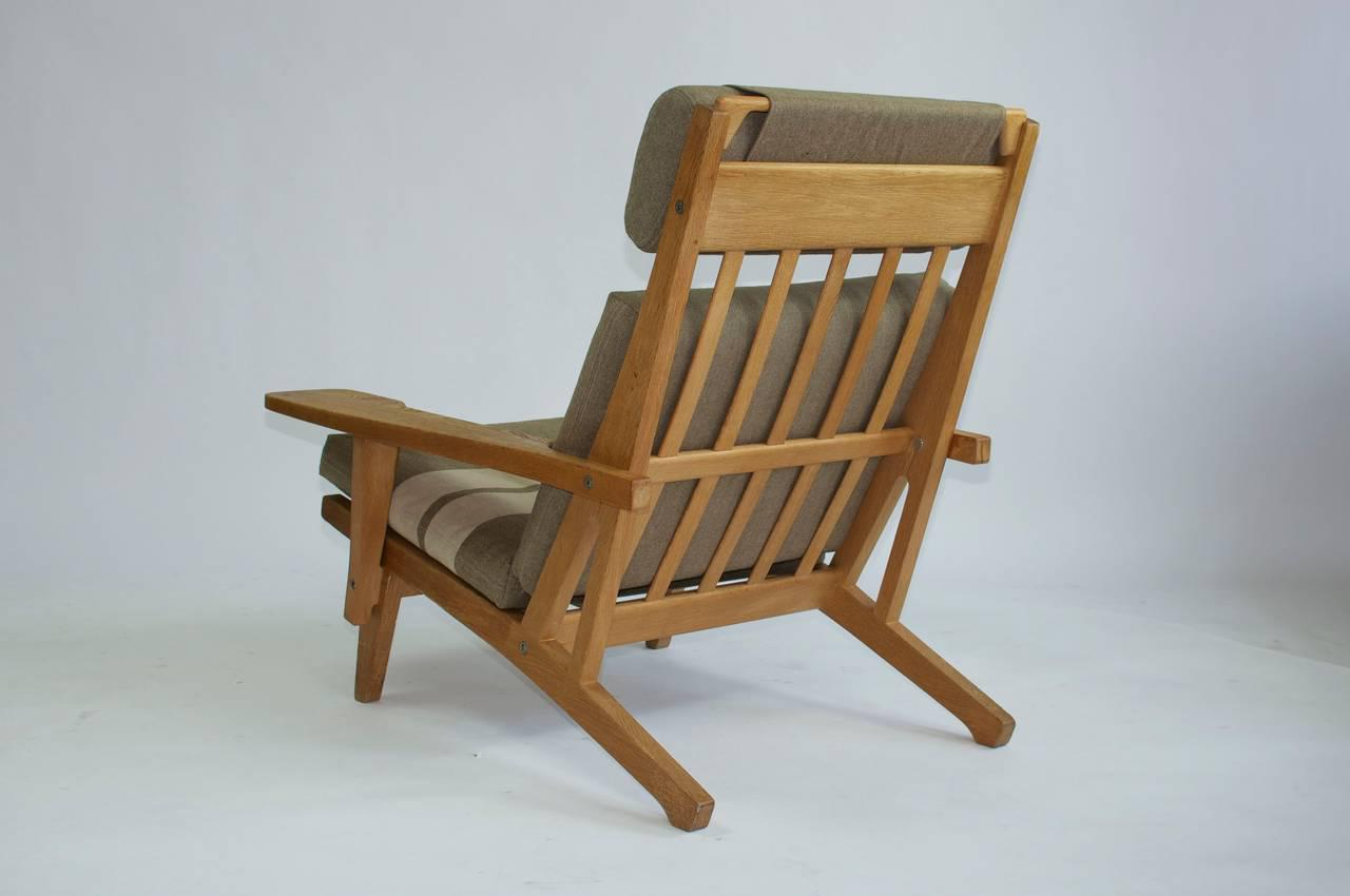 Ordinaire Pair Of Wide Arm Lounge Chairs By Hans Wegner For Sale   Image 4 Of 9