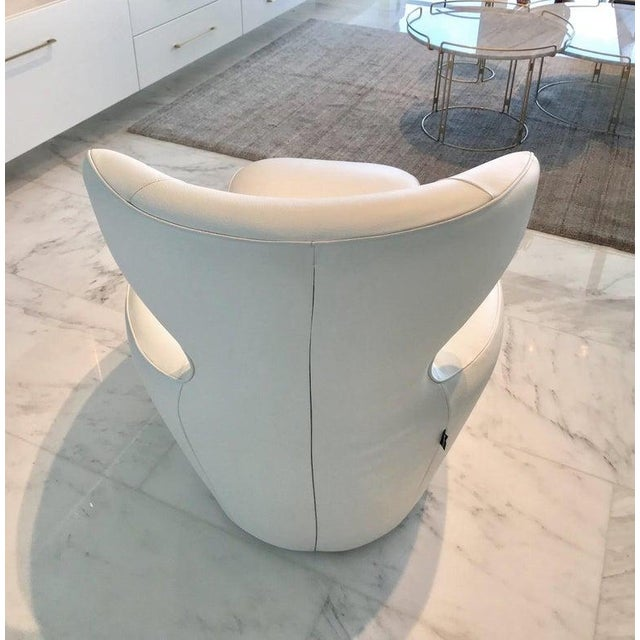 White Edito Swivel Lounge Chair in White Leather by Roche Bobois For Sale - Image 8 of 13