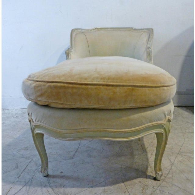 Classic 1960s Shabby Chic French Custom Chaise - Image 4 of 7