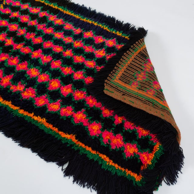 Hand-Tufted Peruvian Shag Rug For Sale - Image 4 of 10