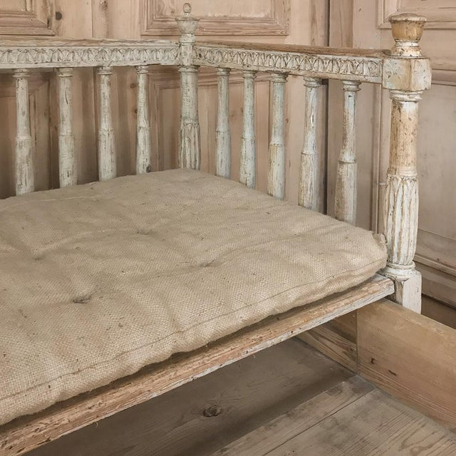 18th Century Swedish Gustavian Period Day Bed ~ Hall Bench Ca. 1790 For Sale In Dallas - Image 6 of 13