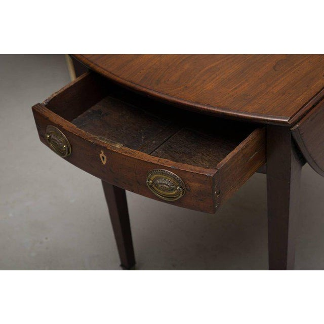 19th Century English Mahogany Oval Pembroke Table For Sale - Image 4 of 9