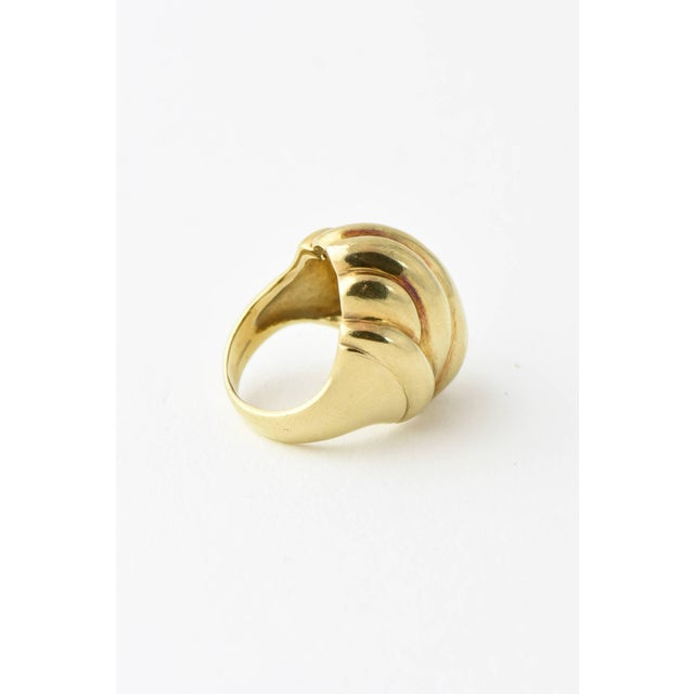20th Century Contemporary Stylized Three-Dimensional Ribbed Yellow 14k Gold Ring For Sale In Miami - Image 6 of 8