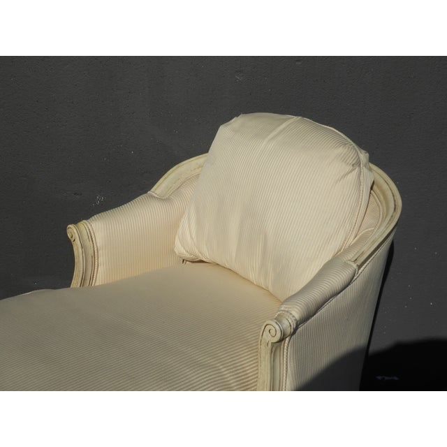 1970s Vintage French Provincial Style White Chaise Lounger Settee For Sale In Los Angeles - Image 6 of 12