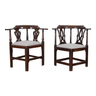 19th C. English George III Walnut Corner Chairs - a Pair For Sale