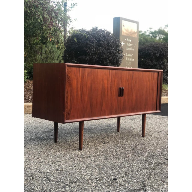 1960s 1960s Danish Modern Rosewood Ib Kofod Larsen Faarup Mobelfabrik Credenza With Hutch Top For Sale - Image 5 of 13