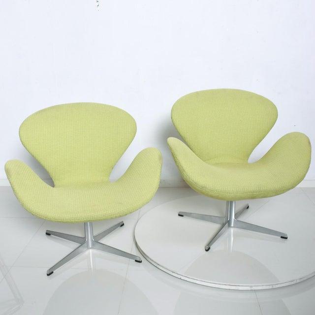 Mid Century Modern Original Iconic Swan Chairs Arne Jacobsen for Fritz Hansen For Sale - Image 11 of 11