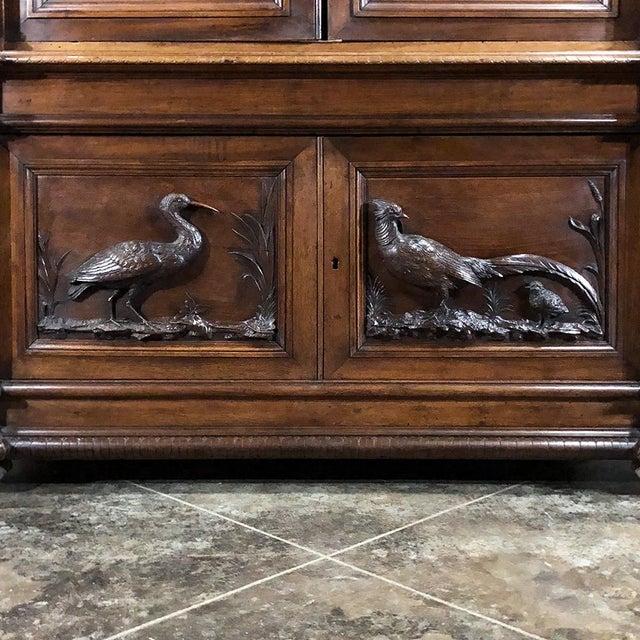 Mid 19th Century Grand 19th Century Italian Walnut Neoclassical Bookcase For Sale - Image 5 of 13