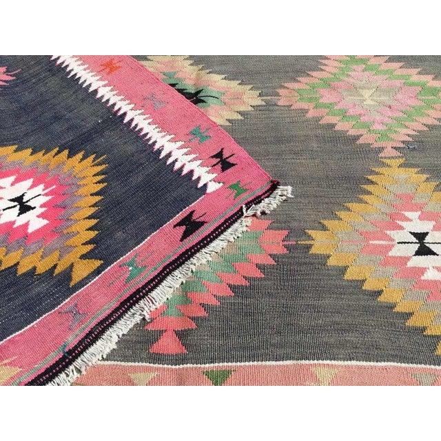"""Pink 1960s Vintage Turkish Kilim Rug-5'5'x8'5"""" For Sale - Image 8 of 9"""