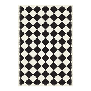 Black & White Diamond European Design Rug - 4' X 6'