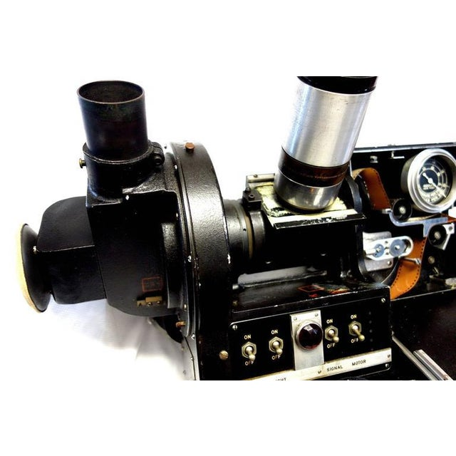 1940s Akeley US Army 35mm Cinema Tracking Camera As Sculpture Circa Mid 20th For Sale - Image 5 of 7