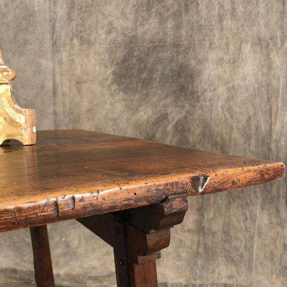 Spanish 18th C. Walnut Spanish Fratina Table For Sale - Image 3 of 7