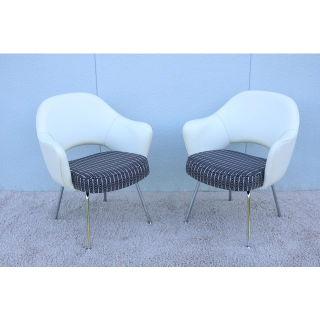 Mid-Century Modern Eero Saarinen for Knoll White Executive Arm Chairs - Set of 4 For Sale - Image 10 of 13