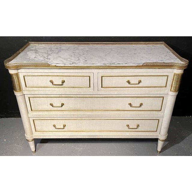 French Pair of Jansen Style Marble Top Commodes / Nightstands Painted Linen Finished For Sale - Image 3 of 11
