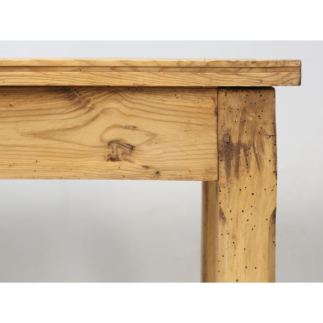 French Pine Farm Table in a Beeswax Finish For Sale In Chicago - Image 6 of 11