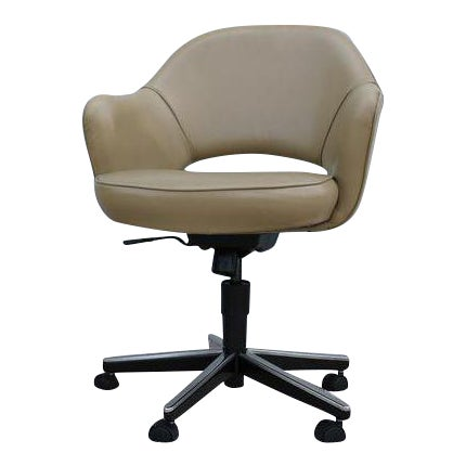 Beige Leather Knoll Eero Saarinen Executive Arm Chair For Sale