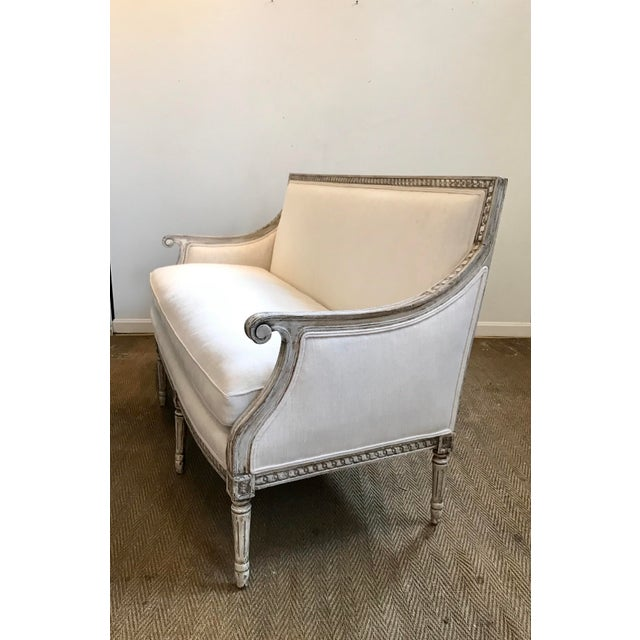 French French Louis XVI Style Settee in Gustavian Paint and Linen For Sale - Image 3 of 12