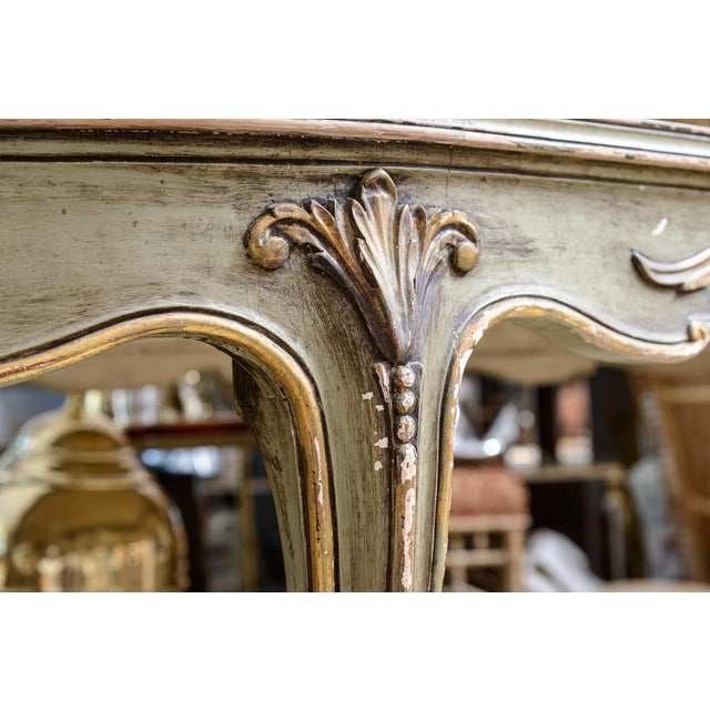 French Italian Large Oval Painted Louis XV Style Table With Antiqued Mirrored Top For Sale - Image 3 of 13