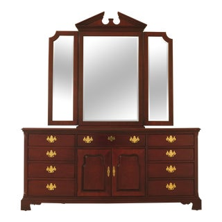 1990s Traditional Thomasville Mahogany Dresser with Tri Fold Mirror For Sale