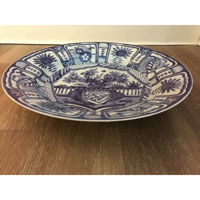Chinoiserie 1960s Blue and White Asian Charger For Sale - Image 3 of 5