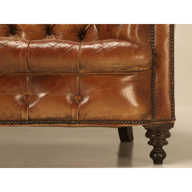 Brown Antique Leather Chesterfield Sofa in Original Leather For Sale -  Image 8 of 11 - Luxury Antique Leather Chesterfield Sofa In Original Leather DECASO